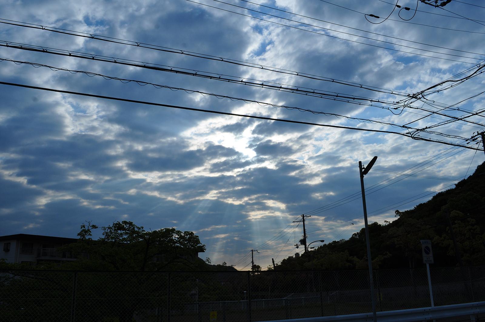 雲間から差し込む光