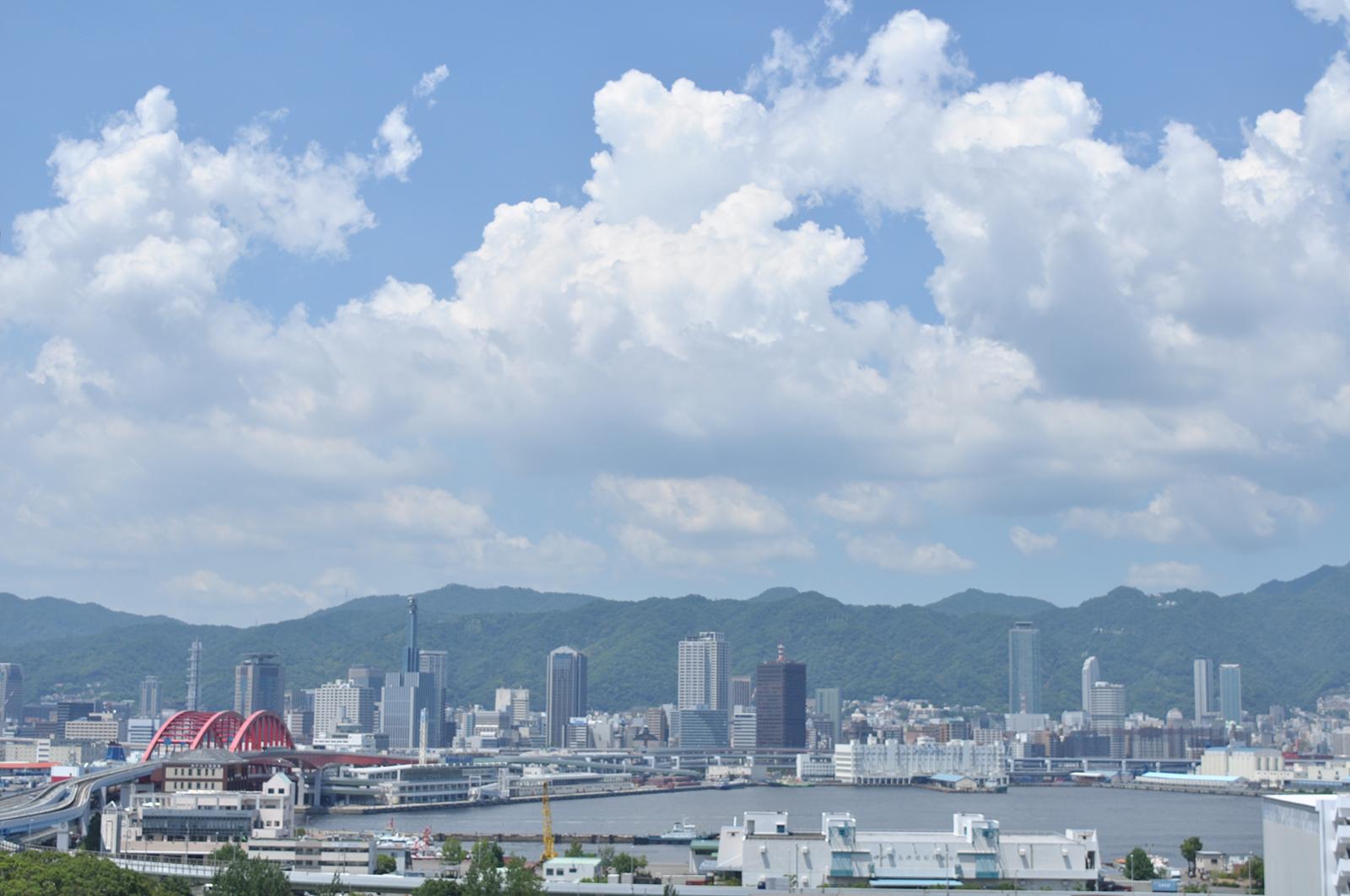 ポートアイランドから神戸を望む風景